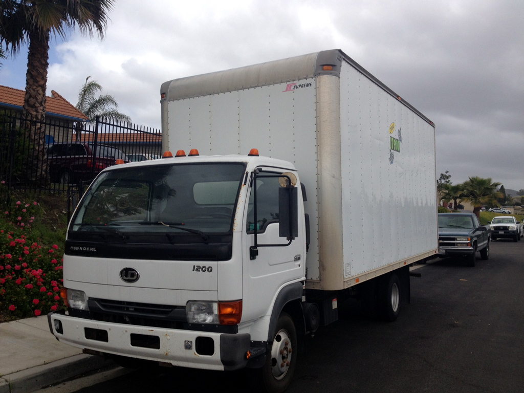 2004 UD1200 Truck