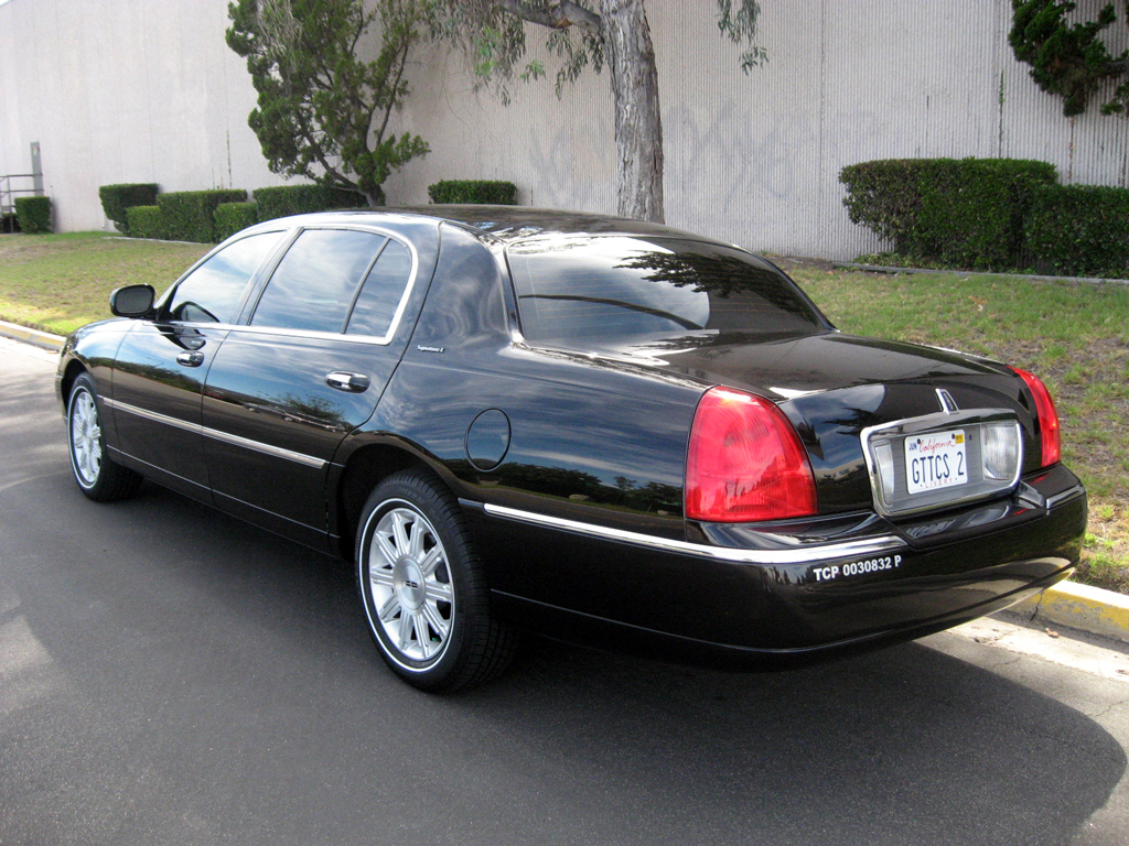 2009 Lincoln Town Car L Sold